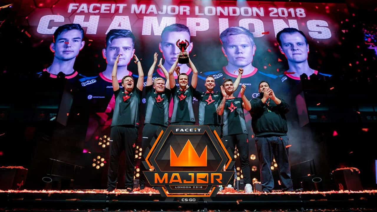 Momen saat tim Astralis berhasil memenangkan kompetisi FACEIT Major London 2018