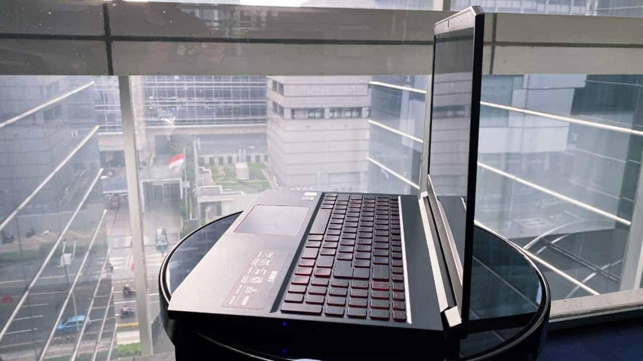 Acer NITRO 7 Tampak Samping 2