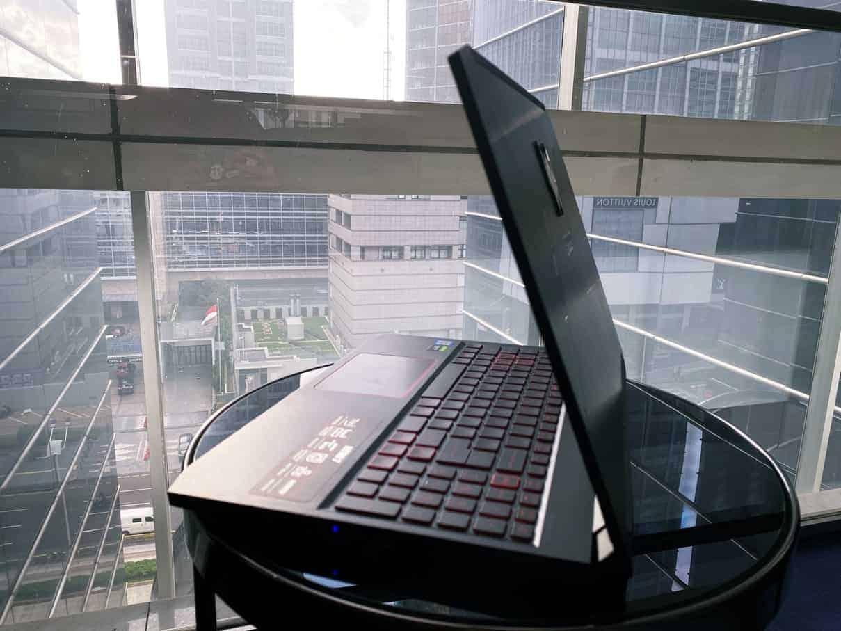 Acer NITRO 7 Tampak Samping