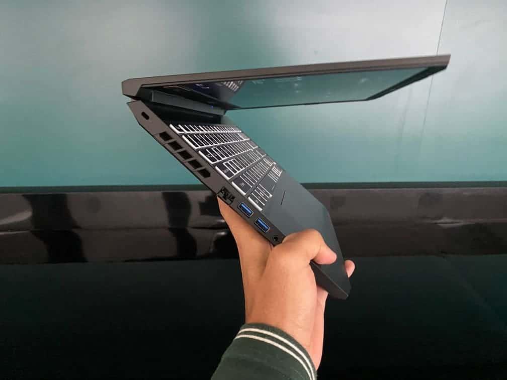 Acer Nitro 5 Ryzen 4000 Tampak Samping Kiri